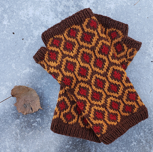 A pair of mitts featuring the same pattern as the carpet in The Shining